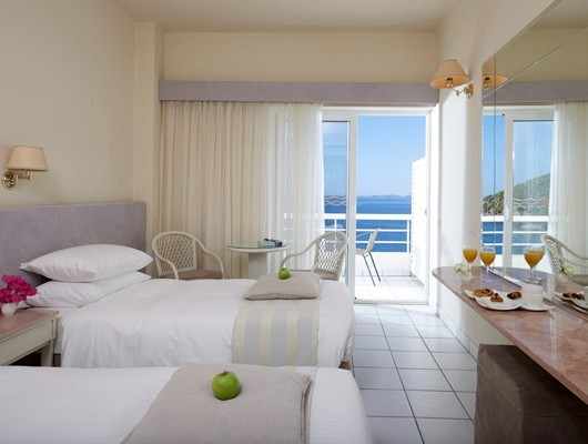sireneblue_classic_room_bedroom_seaview