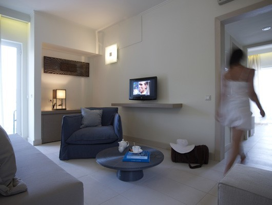 sireneblue_deluxe_suite_lounge_2